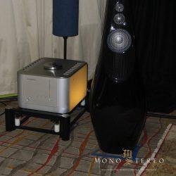 Luxman B-1000f monoblock and Vivid GIYA photo credit: Ron Resnick, Mono and Stereo